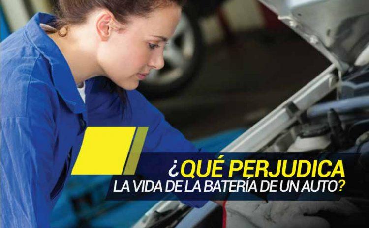 ¿Qué perjudica la vida de la batería de un auto?